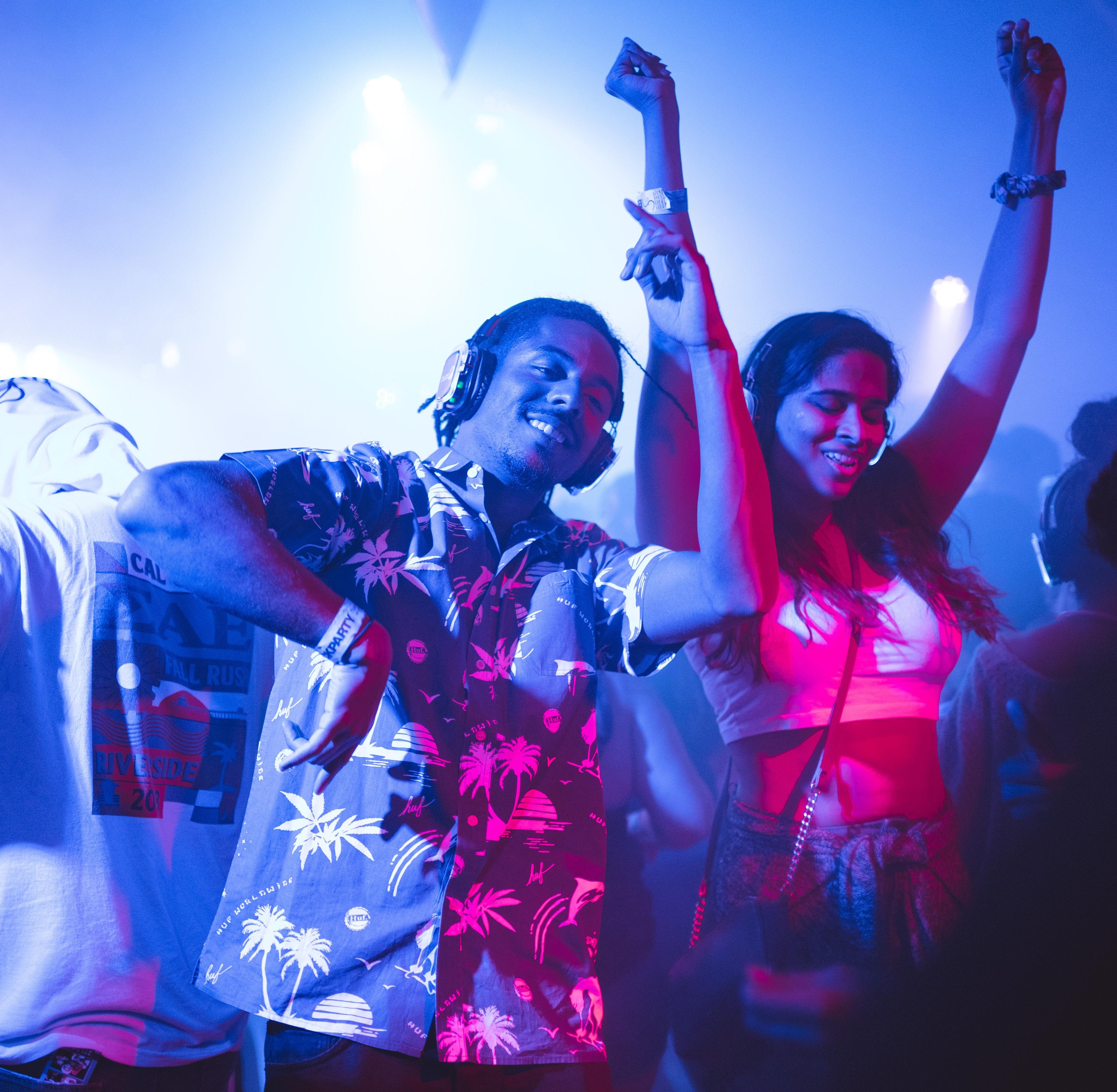 audience-band-celebration-2240771